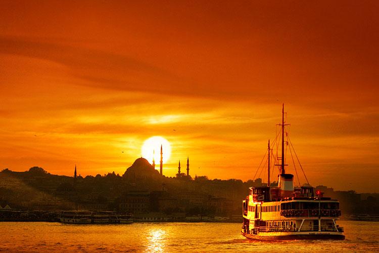 تماشای غروب زیبای خورشید در استانبول