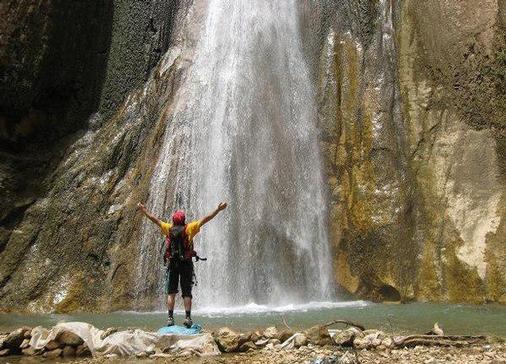 تور دامنه های دالاهو آبشار ریجاب دره اژدها تنگه پاتاق